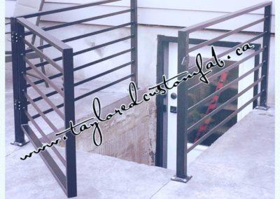 Horizontal Spindle Railing & Gate